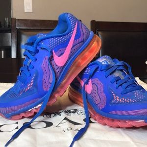 NIKE WOMEN'S AIR MAX 2015 RUNNING SHOES. Size 8.